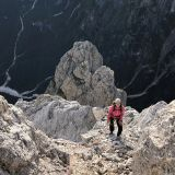 Barbara on the last meters to the summit of the Sass d'Ortiga with the Pala del Rifugio in the background